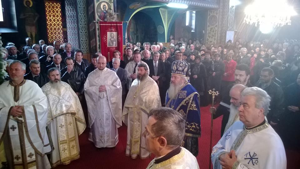 """Slujire arhierească în Parohia """"Intrarea în Biserică a Maicii Domnului"""" din Gherla"""
