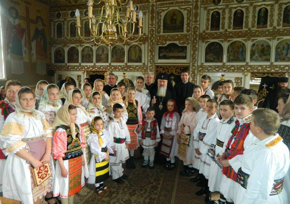 Mitropolitul Clujului, în mijlocul credincioșilor din Parva