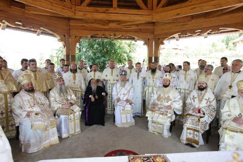 Ierarhii Clujului, prezenți la hramul Mănăstirii Bârsana