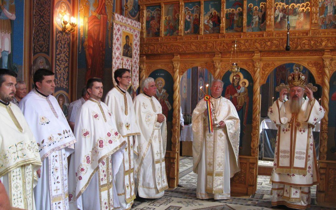 Liturghie Arhierească și sfințirea casei parohiale, în localitatea Săsarm