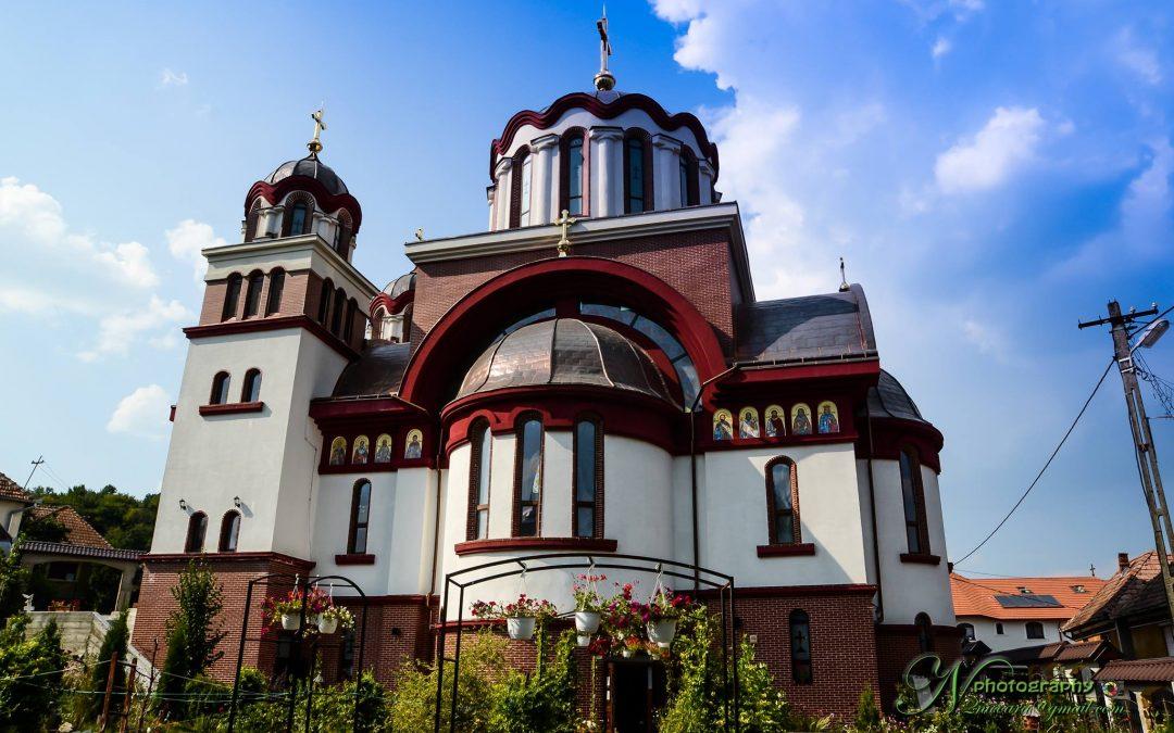 Biserica parohiei clujene Cornești, sfințită de patru ierarhi