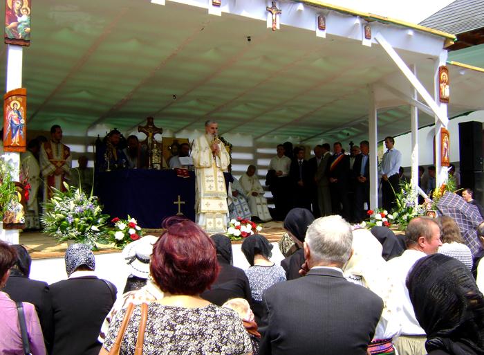 """Mii de credincioși, la hramul Mănăstirii """"Sf. Ilie"""" de la Nușeni"""