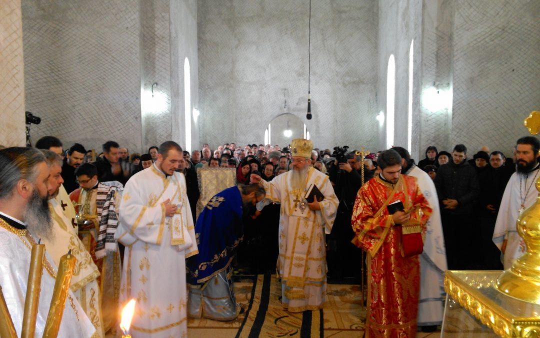 """Liturghie arhierească la Mănăstirea bistrițeană """"Sf. Ierarh Spiridon"""""""