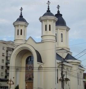 """Sfânta Liturghie Arhierească în biserica """"Înălțarea Domnului"""" din Cluj"""