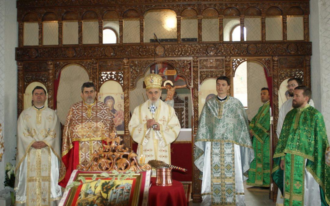 Liturghie arhierească în Parohia Baciu II