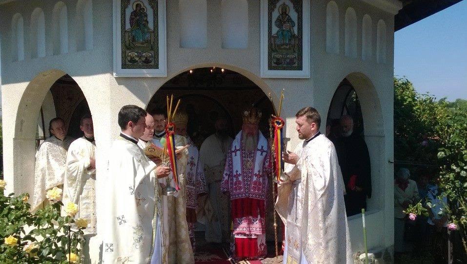 """Sfințirea bisericii cu hramul """"Sfânta Troiță"""" de la Mănăstirea Feleac"""