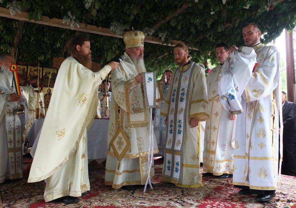 Liturghie Arhierească la Dezmir – aniversarea a 100 de ani de la punerea pietrei de temelie a bisericii din sat
