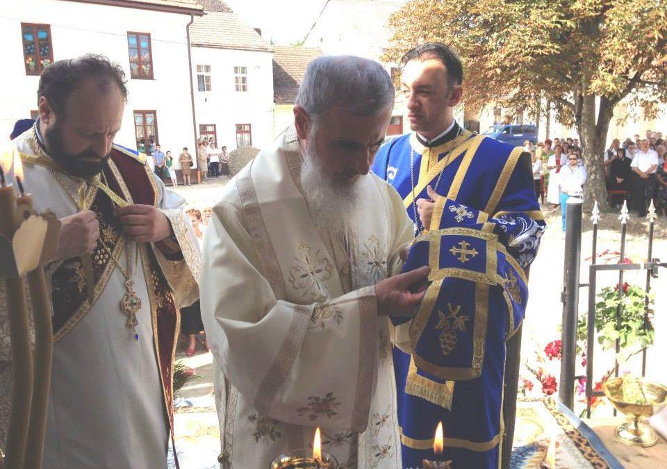 """Liturghie Arhierească la Așezământul """"Sf. Vasile cel Mare"""" din Bistrița"""