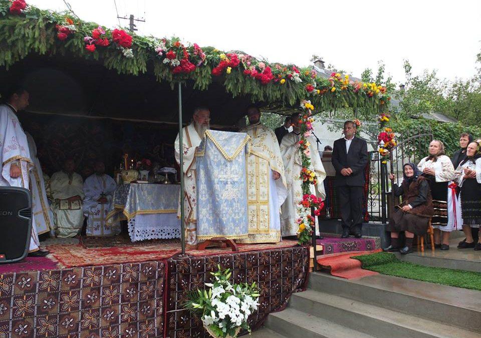 Liturghie Arhierească și sfințirea unui monument închinat eroilor în Parohia Ceaba, Filia Valea Ungurașului
