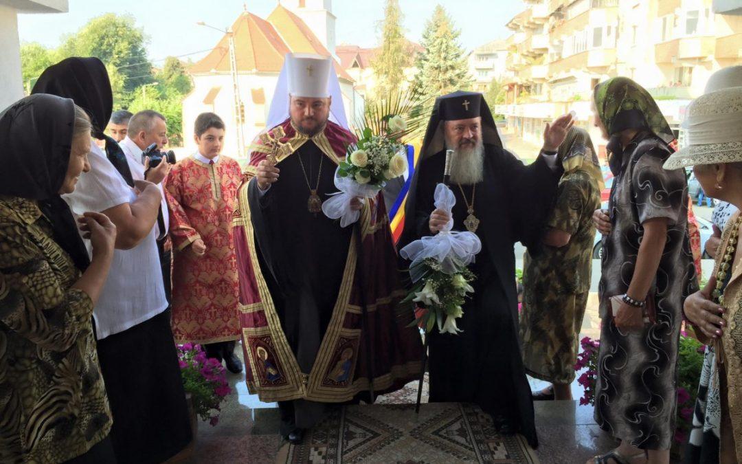 Locuitorii din Beclean, binecuvântați la hramul bisericii lor de doi ierarhi
