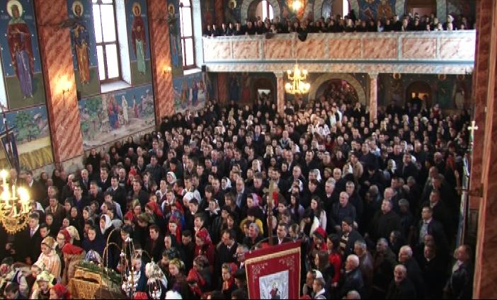 Mitropolitul Clujului în mijlocul măierenilor, în a treia zi de Crăciun