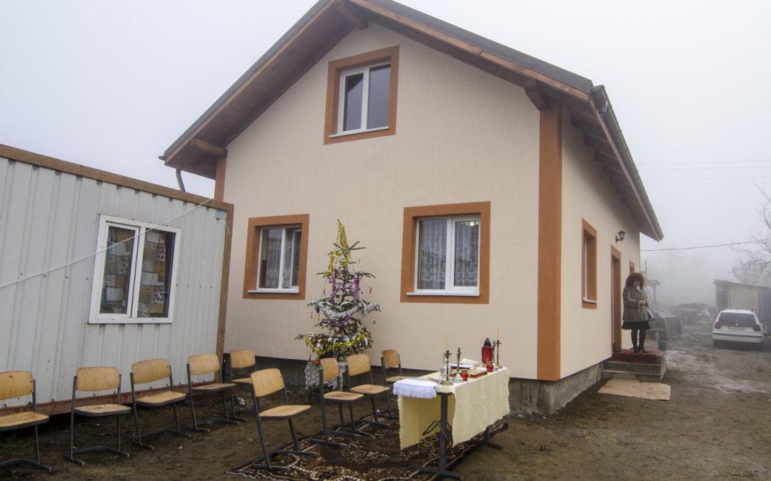 O casă nouă în prag de sărbători, pentru o familie greu încercată