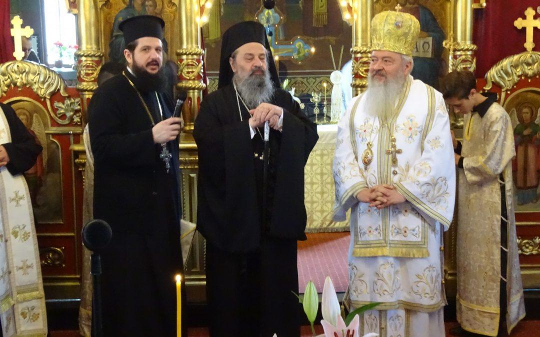 Liturghie arhierească la Viișoara