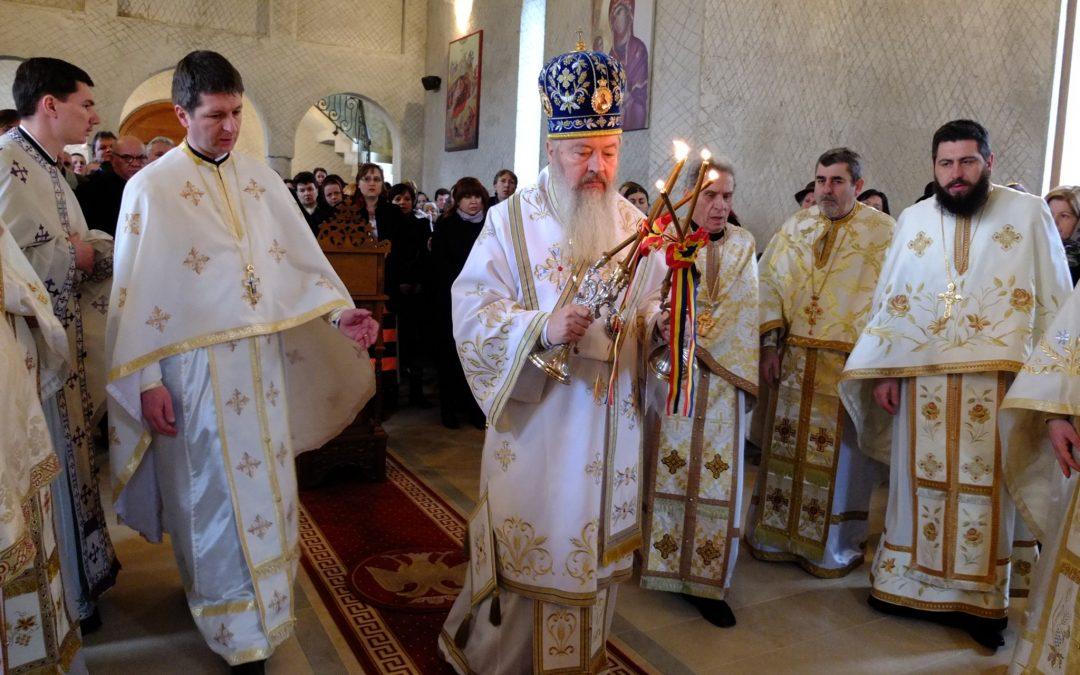 Liturghie arhierească în Parohia Baciu 2
