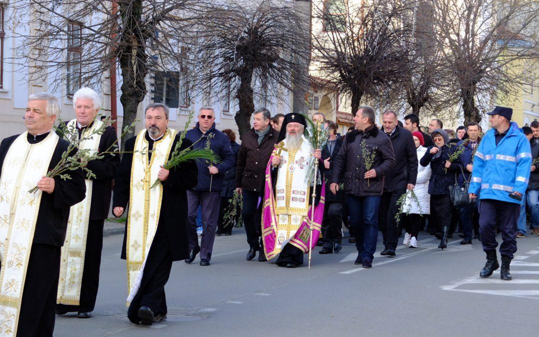 Procesiune de Florii pe străzile orașului Bistrița, în ajunul praznicului