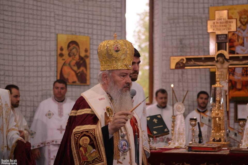 Intrare festivă în Biserica Sfântul Ierah Nectarie din Municipiul Dej
