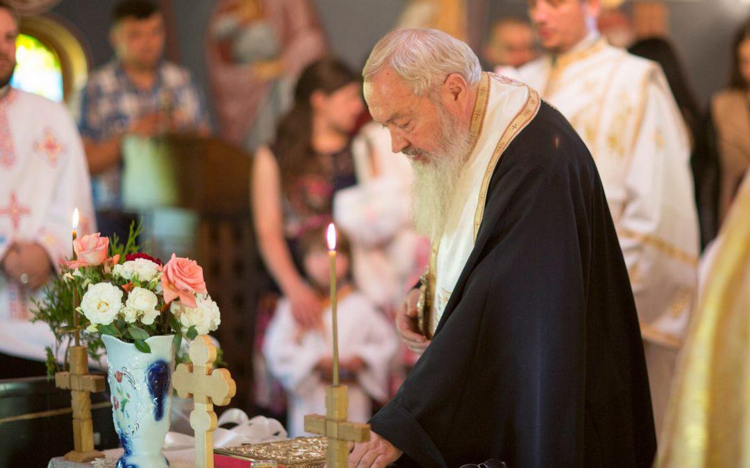 13 copii botezați de IPS Andrei la Huedin