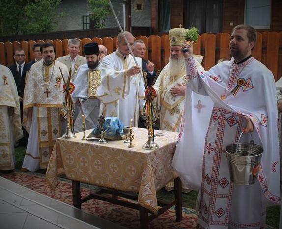 """Biserica """"Pogorârea Sfântului Duh"""" din filia Alunișu, a fost resfințită de Mitropolitul Clujului"""