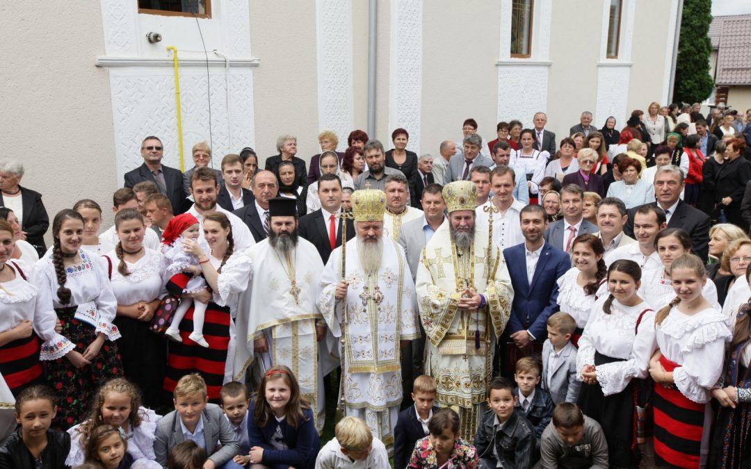 Biserica din Măgherăuş, târnosită de Mitropolitul Clujului și Episcopul Iustin Sigheteanul