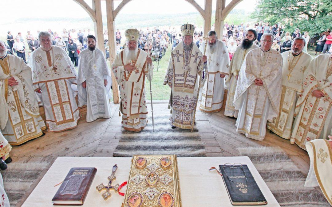 Mitropolitul Clujului la hramul Mănăstirii din satul natal