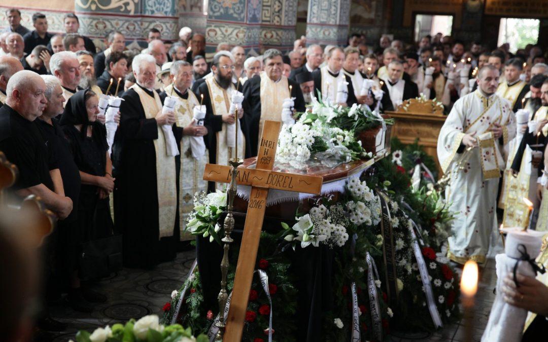 Părintele Dorel Man condus pe ultimul drum de trei ierarhi ai Mitropoliei Clujului