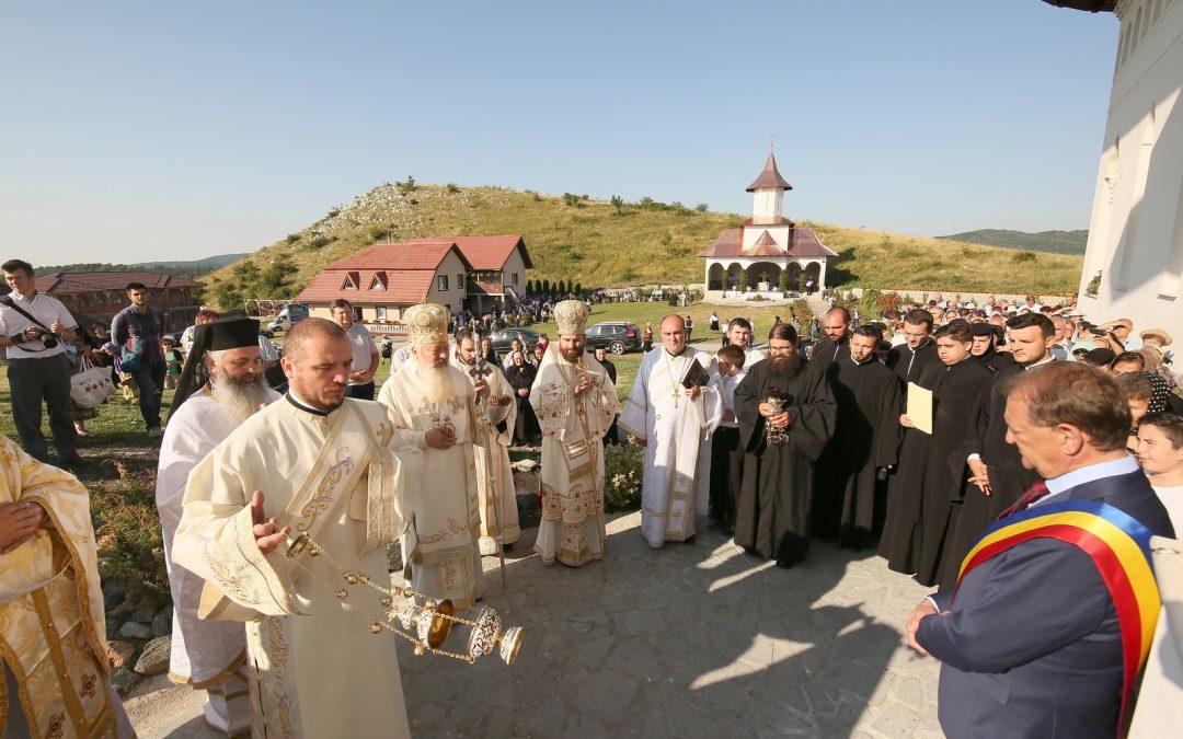 Vatră de tradiție și credință străbună, biserica Mănăstirii de la Cheile Turzii, sfințită de doi ierarhi