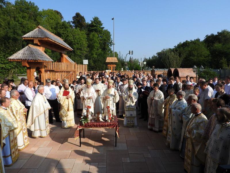 """ÎPS Andrei, la sfințirea bisericii românești """"Sfânta Maria"""" din München"""