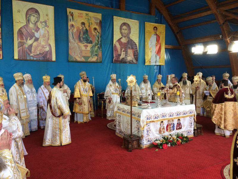 Ocrotitorul Bucureştilor cinstit pe Colina Bucuriei: Patriarhul României a oficiat Sfânta Liturghie