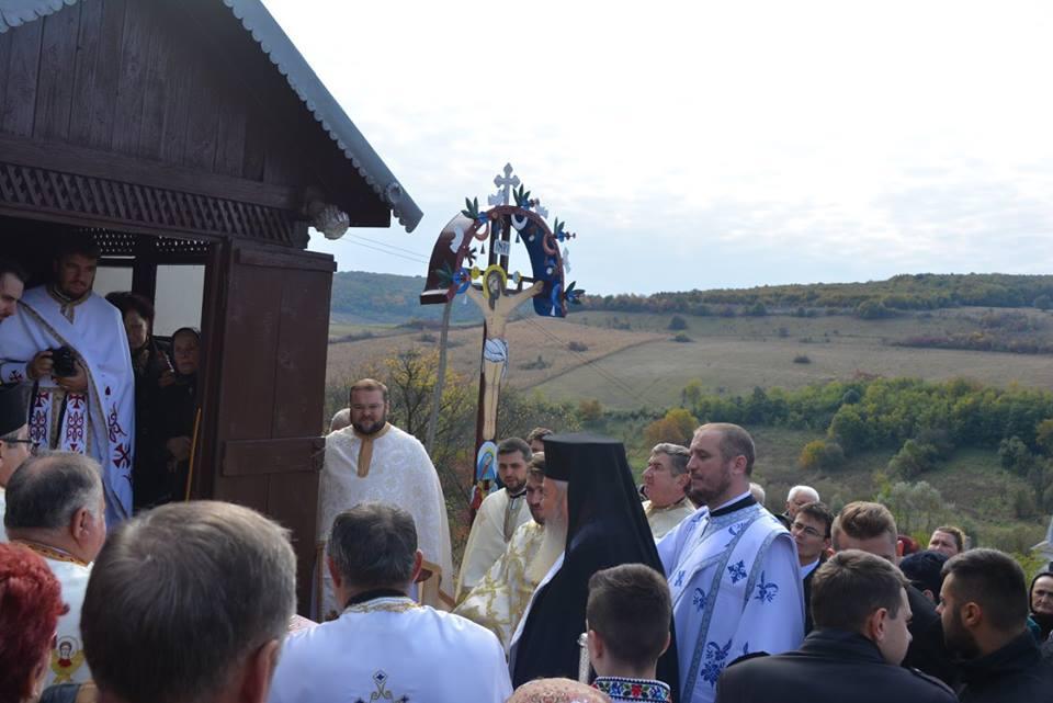 Biserica din satul Puini, veche de 53 de ani, resfințită de Înaltpreasfințitul Părinte Andrei