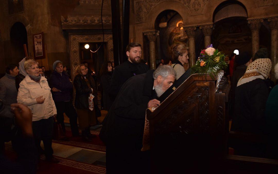Preasfințitul Vasile Someșanul, la sărbătoarea Cuviosului Dimitrie cel Nou Basarabov în Catedrala Mitropolitană din Cluj