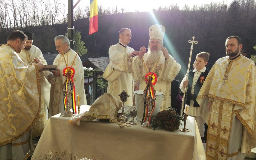 Înaltpreasfințitul Părinte Andrei a târnosit biserica parohiei Stolna