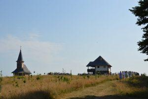 Mitropolitul Clujului şi Episcopul Europei de Nord au coliturghisit la hramul mănăstirii Oarţa de Sus