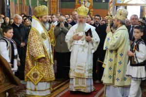 """Hramul bisericii """"Sfântul Ierarh Nicolae"""" din Prundu Bârgăului, sărbătorit în prezența a trei ierarhi"""