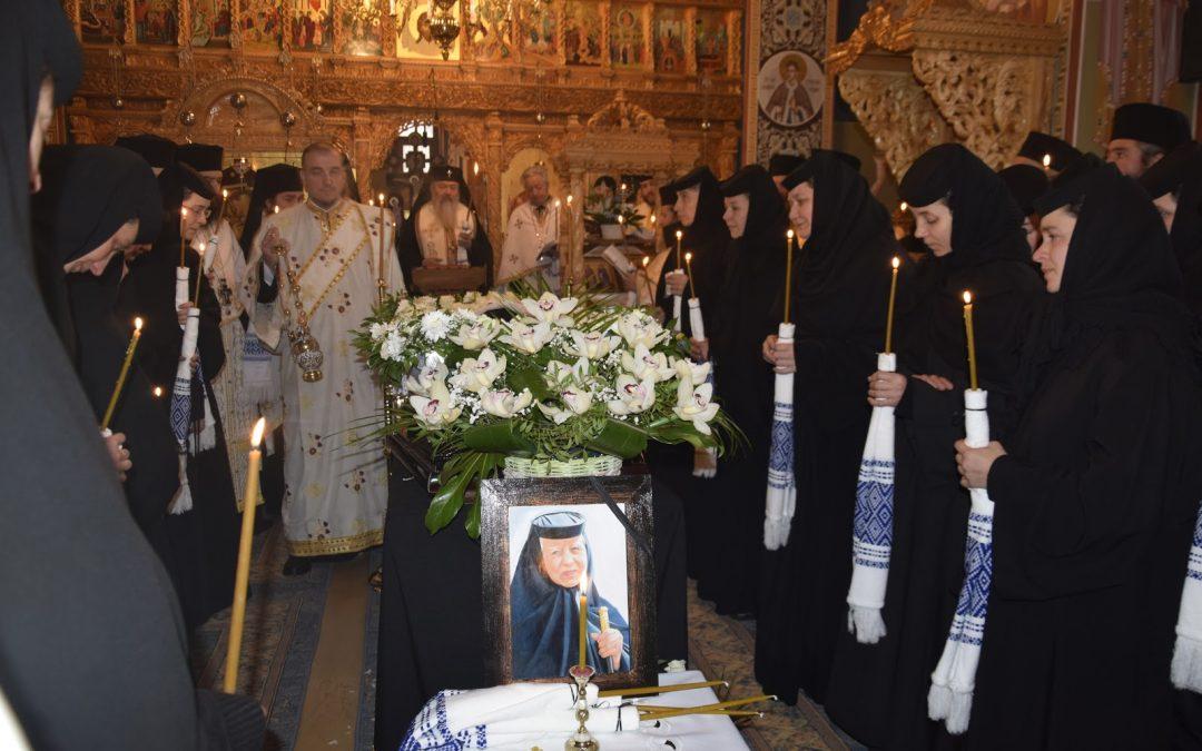 Stareța Mănăstirii Cormaia, monahia Ecaterina Ghiran, condusă pe ultimul drum