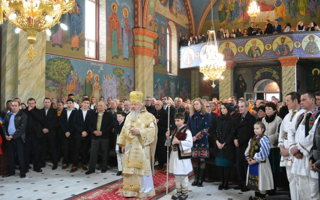 """ÎPS Andrei:  """"Crucea este flamura sub care ne luptăm noi creștinii împotriva celui rău!"""""""