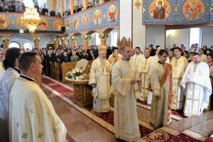 """Sfânta Liturghie în biserica """"Sf. Ap. Andrei"""" din orașul Beclean , în a treia zi de Paști"""