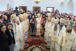"""Înaltpreasfințitul Părinte Andrei: """"Să vă aducă Domnul pe toţi acasă în România"""""""