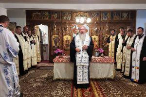 Demisolul bisericii din Dezmir, binecuvântat de Mitropolitul Clujului