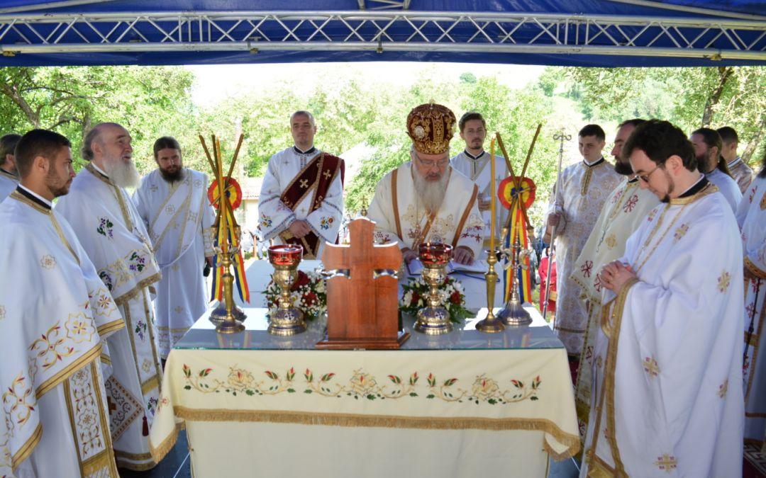 Veche de aproape 220 de ani, biserica parohiei Vultureni, resfințită de Mitropolitul Clujului