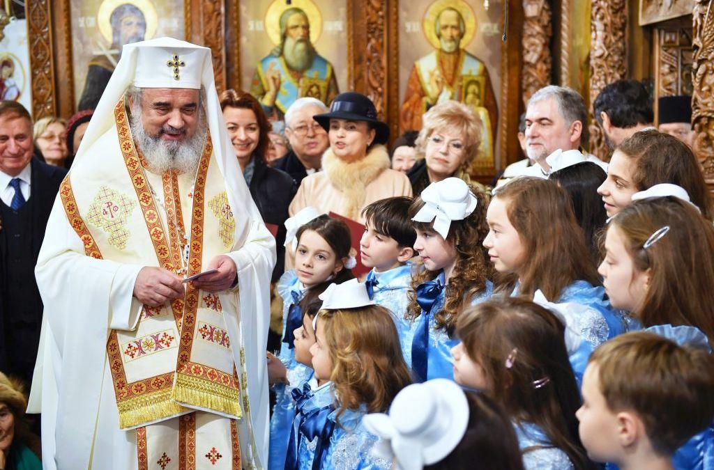 Patriarhul Daniel se roagă pentru copii şi tineri în Duminica Părinților și a Copiilor