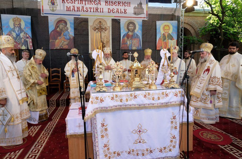 Mitropolitul Clujului a participat în Duminica Sfinţilor Români la resfinţirea Bisericii Mănăstirii Dealu, din Târgoviște