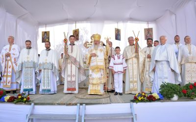 """La peste 140 de ani de la zidire, biserica istorică a parohiei """"Sfântul Ierarh Nicolae"""" din Sîngeorz-Băi, resfințită de Mitropolitul Clujului"""
