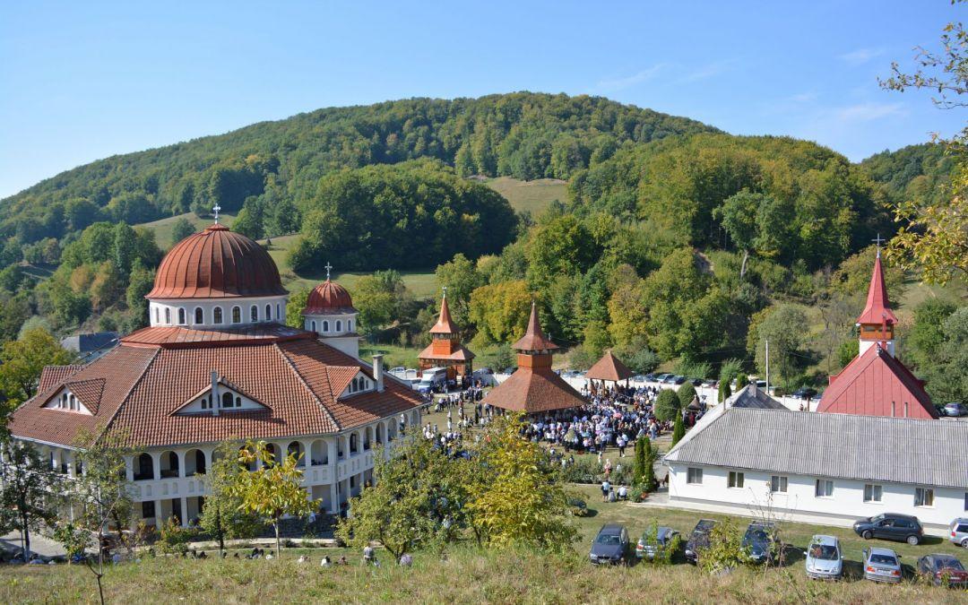 Mitropolitul Clujului alături de mii de pelerini, la hramul Mănăstirii de la Cășiel