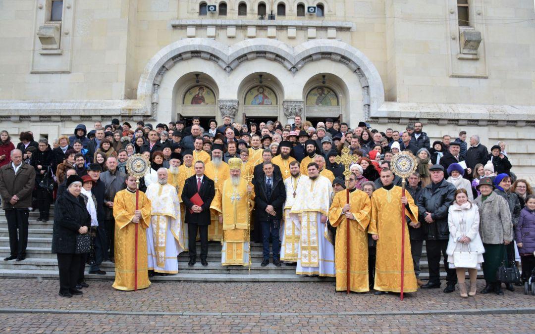"""Praznicul Nașterii Domnului, sărbătorit la Catedrala Mitropolitană din Cluj. IPS Andrei: """"În biserică, Mântuitorul îi învaţă pe oameni să fie oamenii păcii."""""""