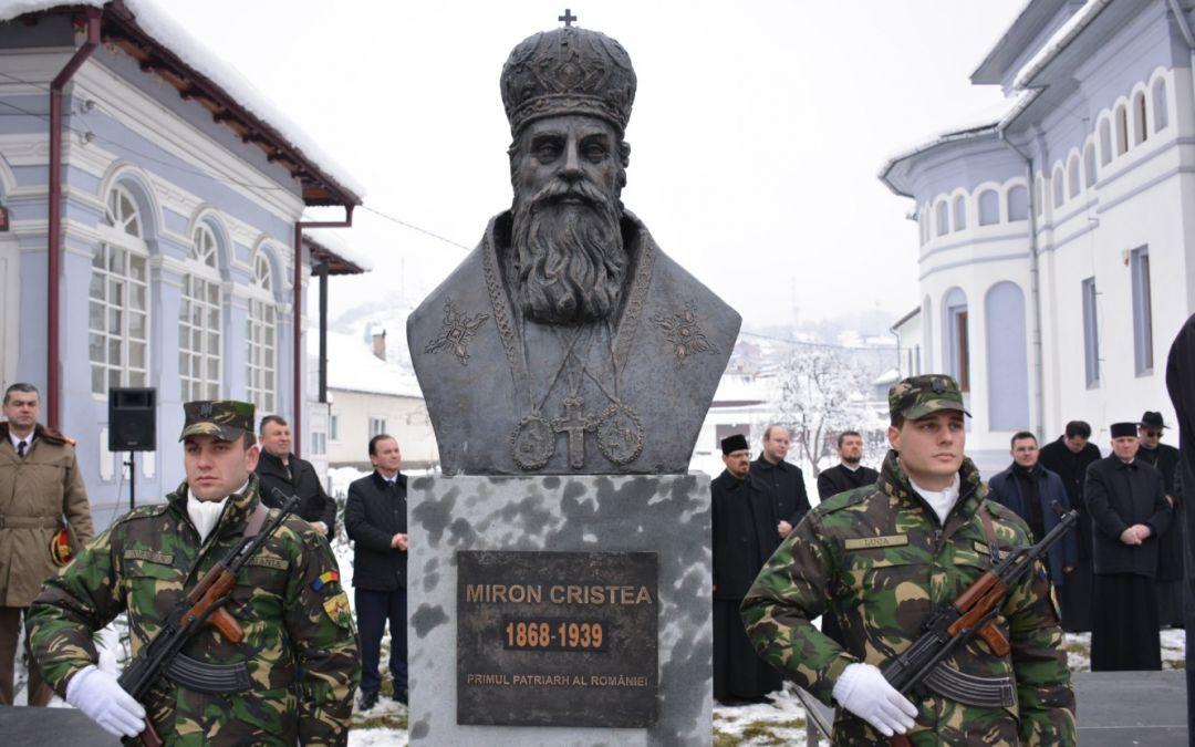 Bustul Patriarhului Miron Cristea, dezvelit la Năsăud, în prezența Mitropolitului Clujului