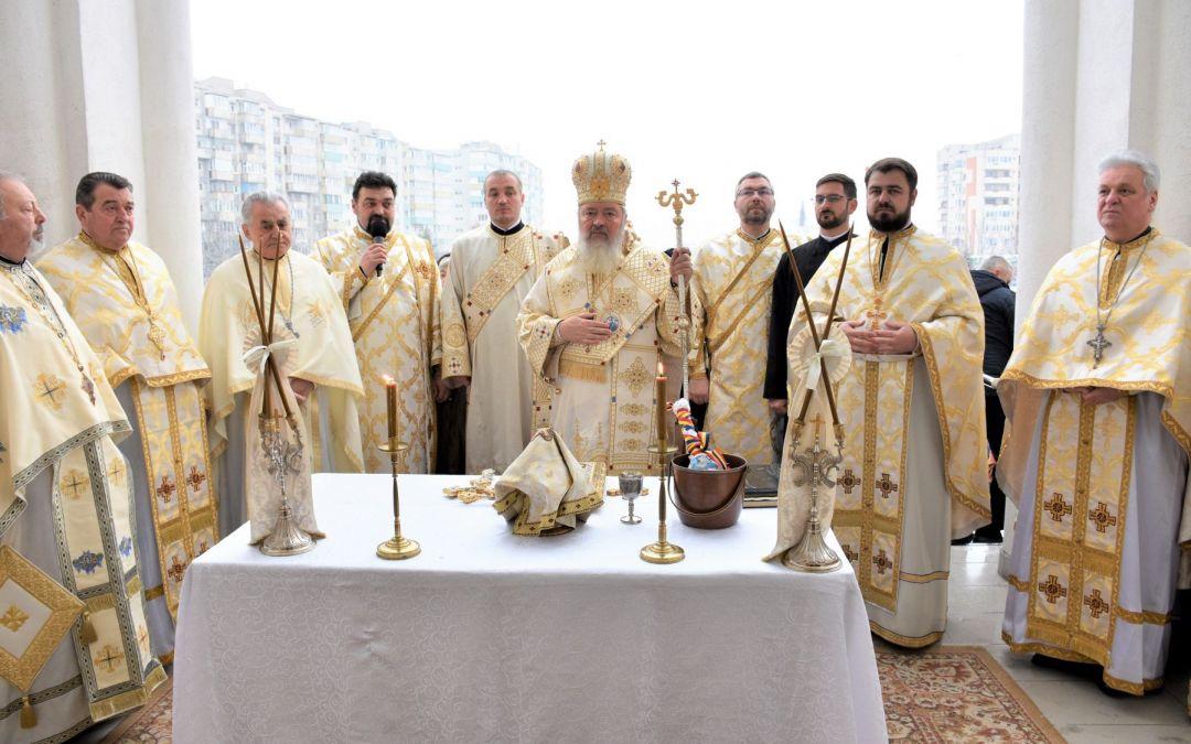 Biserica, numită și Catedrala din cartierul clujean Mănăștur, sfințită de Înaltpreasfințitul Părinte Andrei