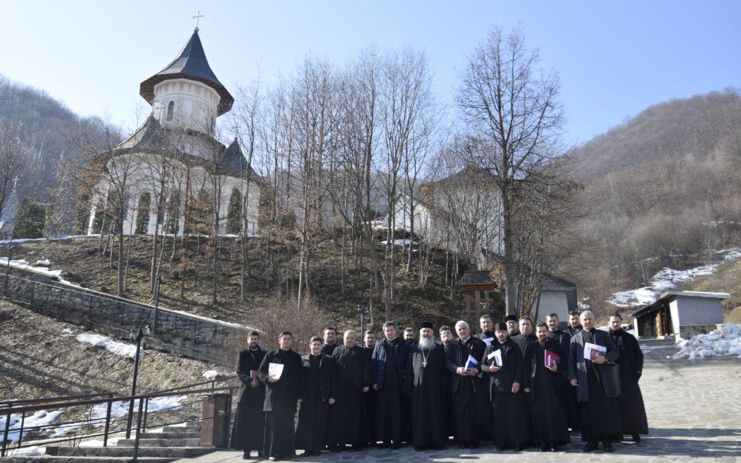 """Cursuri de îndrumare duhovnicească, la Mănăstirea """"Sfinţii Apostoli Petru şi Pavel"""" – Parva"""