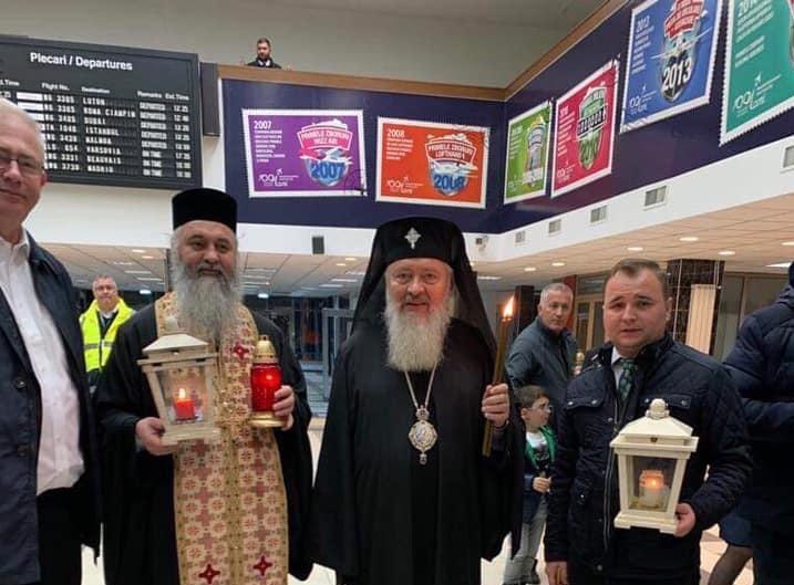 Sfânta Lumină de la Ierusalim a ajuns la Cluj-Napoca