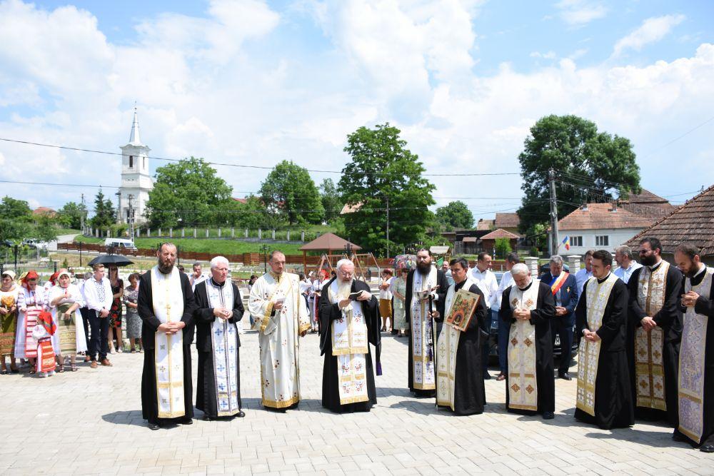 Binecuvântare arhierească în comuna Uriu, jud. B-N