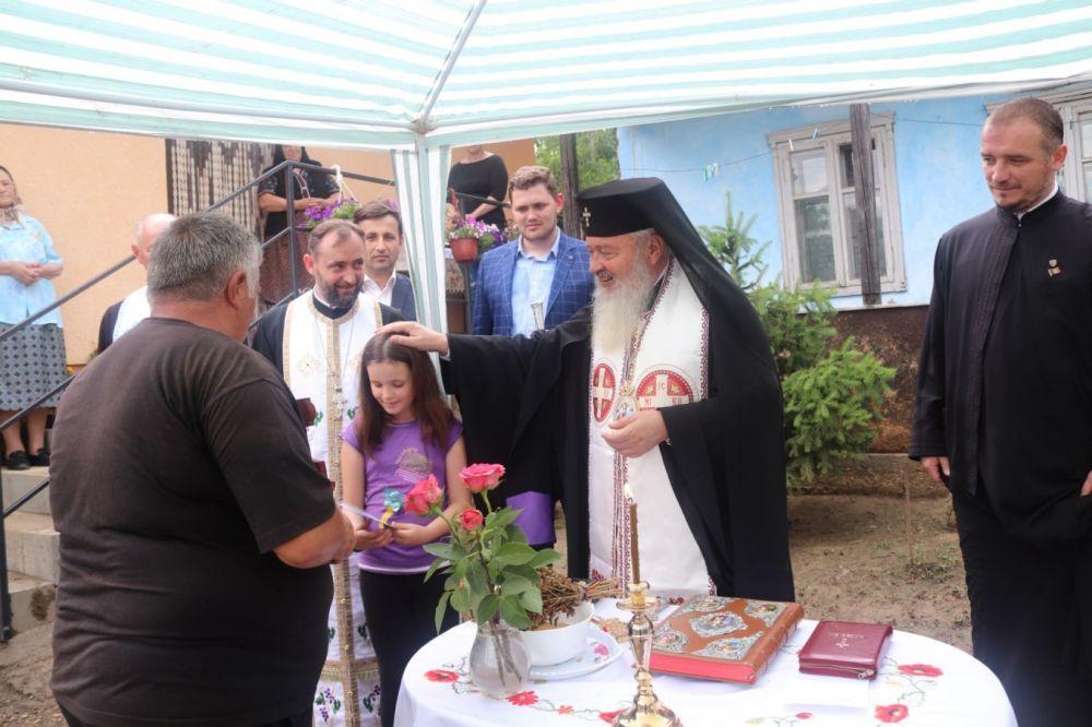 ÎPS Andrei a sfințit o casă construită pentru o familie nevoiașă din Mociu